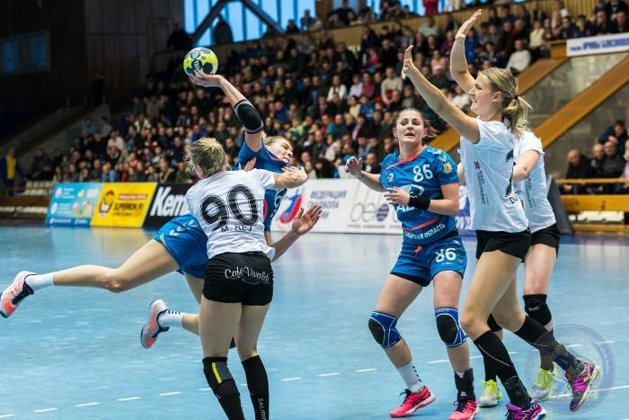 Ворота соперниц атакует Дарья Дмитриева